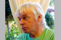 David Icke v Praze: Jsme kontrolováni silou, kterou nevidíme